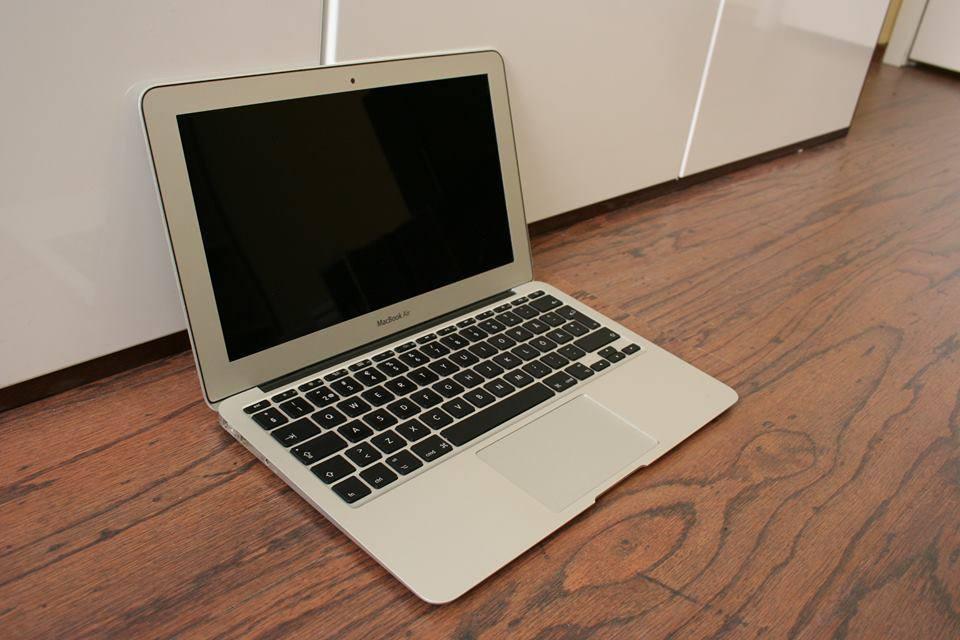 macbook air 4 1 a1370. Black Bedroom Furniture Sets. Home Design Ideas